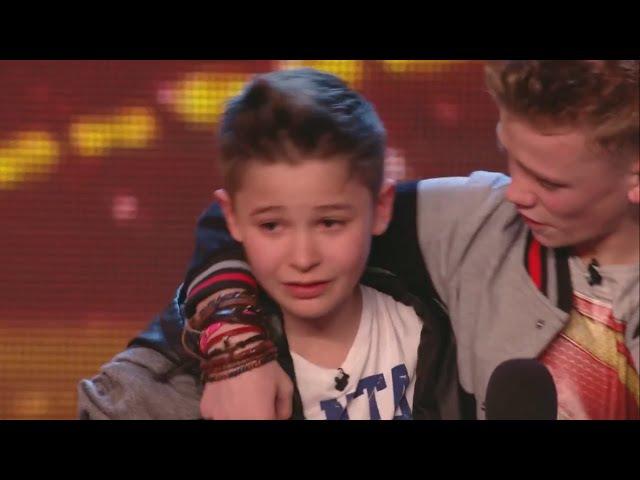 2 мальчика спели очень трогательную песнью собственного сочинения про маму их сразу взяли в финал