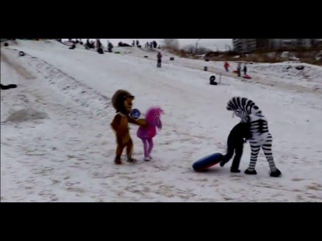 Лунтик, лев Алекс и зебра Марти избивают пьяных. (ростовые куклы дерутся)