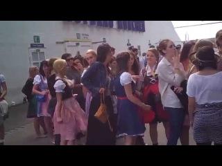 Queue at the Ladies Room during Oktoberfest 3(anstehen vor dem Damenklo 3)