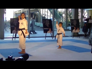 Bassai Dai Kata Shito ryu vs Shotokan version by Rika Usami and Mahiro Takano