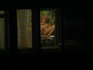 Эротика подсматрел в окно