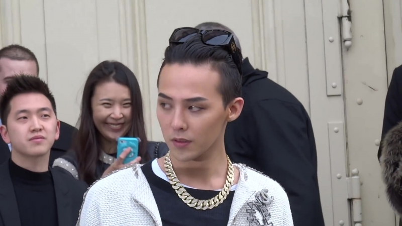 【G-DRAGON ♕】(DEPARTURE) @ CHANEL FASHION SHOW IN PARIS by MinVIPELF ®「I AM MAIGANE」GD 2015 150127