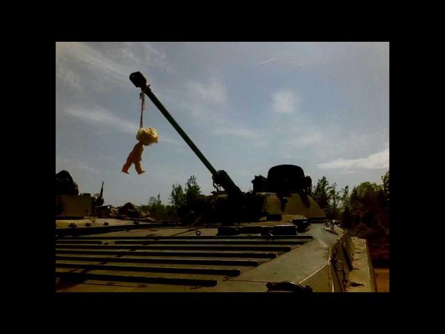 БМП-2 стреляет из 30 мм орудия 2А42