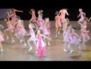 Моя семилетняя дочка поёт на концерте. 16.05.15