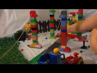 Товарный поезд в городе Лего