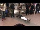 В Нью-Йорке танцуют брейк под Кобзона)