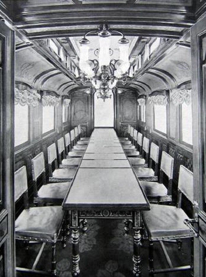 Императорский вагон для совещаний в пути