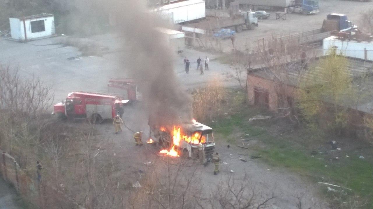 В Таганроге полностью сгорел автобус «ПАЗ»