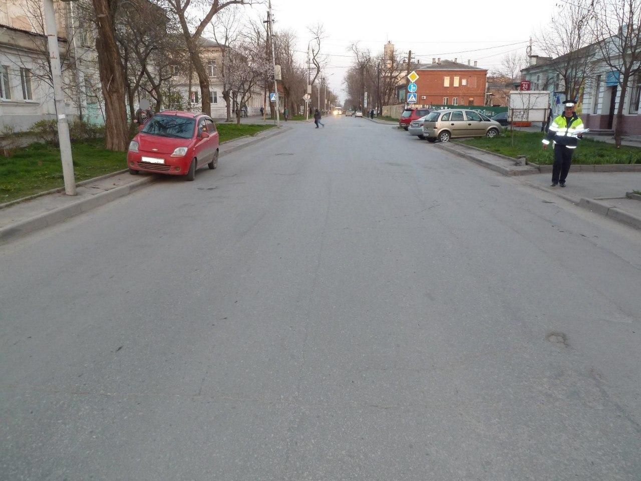 В Таганроге дама на Chevrolet Spark сбила ребенка