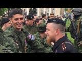 9 мая 2015. Донецк. Бойовики «Гіві» і «Моторола» зустрілися на параді у Донецьку
