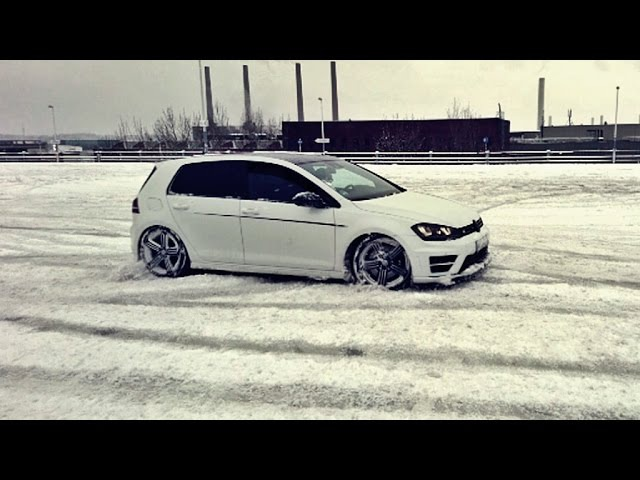 Golf 7 VII R is drifting in snow *loud sound*