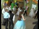 Еще один смешной танец на выпускном в детском саду.