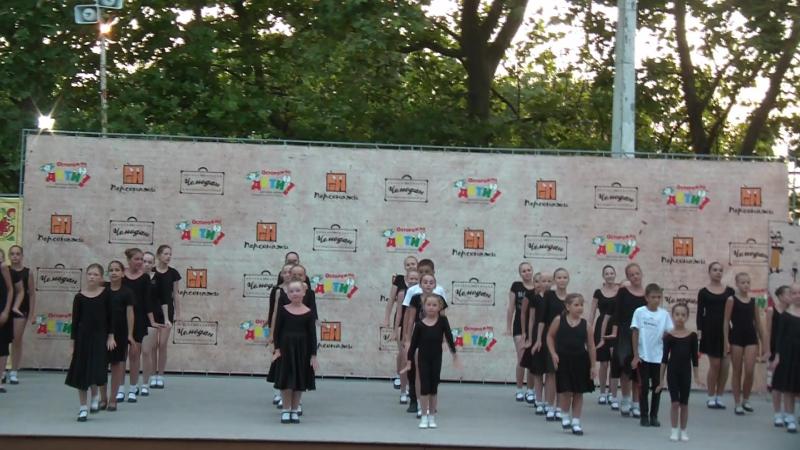 Выпускной класс-концерт в школе народного танца