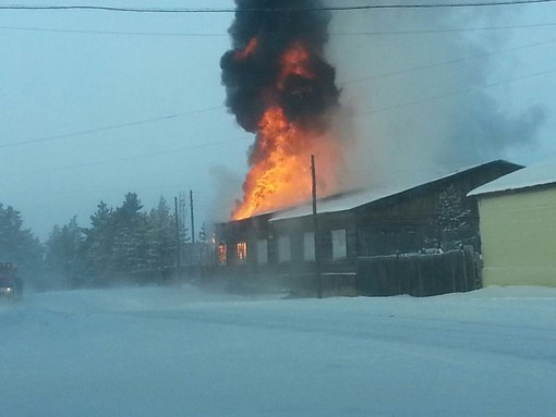 """Причиной крупного пожара г. Вилюйска явилось замыкание в электропроводке автомашины """"МАЗ"""""""