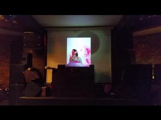 Ника Ягмур на открытии выставки Сабины Лаурила +