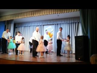 """Трогательный танец """"Отец и дочь"""": на сцене папа Дима и дочка Злата"""