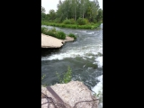 Бурная вода на недействующей ГЭС на р. Красивая Меча в с.Троекурово