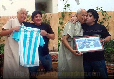 Диего Марадона с арбитром