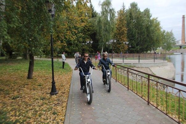 Глава исполкома Альметьевска прокатился с «велосипедным послом мира» по городу