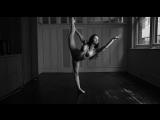 Poppy Blue practising her ballet steps - HD Эротика