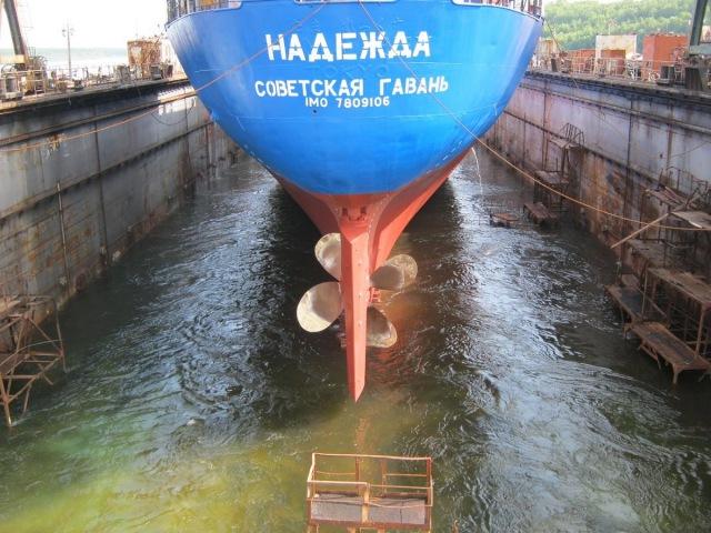 Вывод рефрижератора из плавучего дока