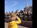 Запад покорил мальчик которому военные отдавали честь на параде в Москве▲ЖмиПоделиться▼