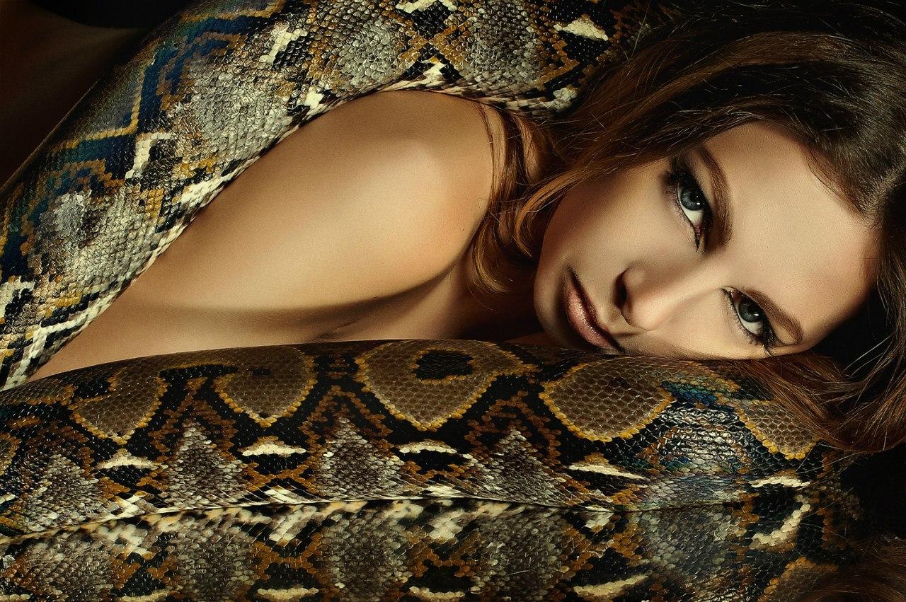 Змеи с девушками фото