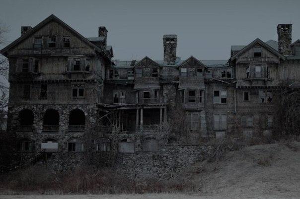 особняк калбертcон особняк калбертcон в нью-олбани, штат индиана — это проклятое место с ужасной историей. особняк расположен возле луисвилля, штат кентуки. одной осенней ночью 1888 года в
