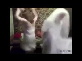 Латинка показывает свою попку в узких стрингах секс порно эротика школьница малолетка anal porno аниме хентай проститутка шлюха