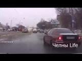 Ужас!!! Трамвай в Казани снес все машины! На рег-ре дата не правильная.Анон..