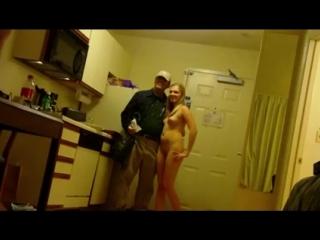 Видео голые девушки встречают разносчиков пиццы фото 365-188