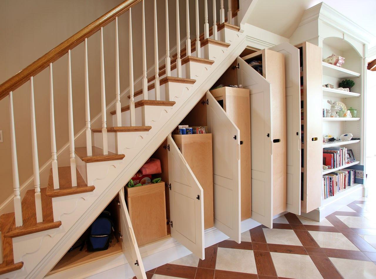 Как сделать шкаф под лестницей