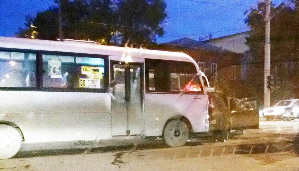 За вчера и сегодня в центре Таганрога две маршрутки попали в ДТП