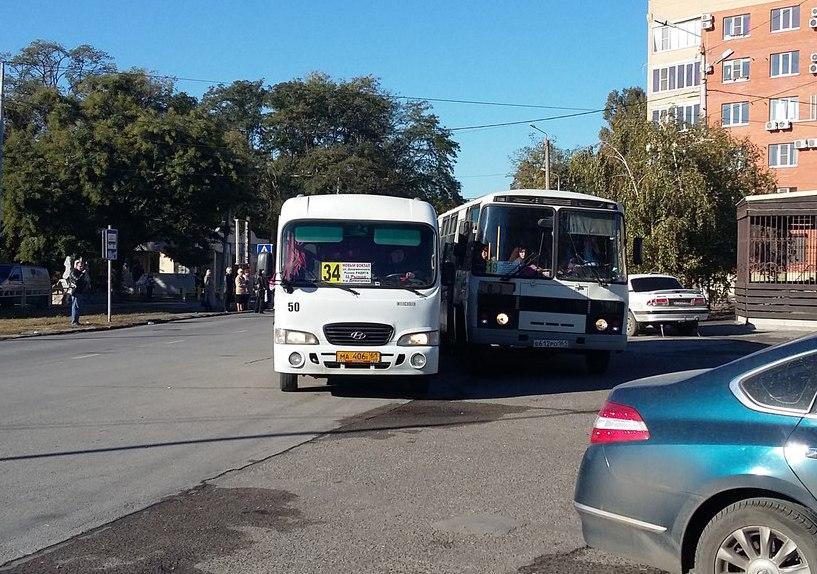 В Таганроге водители маршрутки №34 и автобуса «ПАЗ» №19 устроили гонки и разборки на дороге
