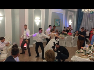 Сюрприз от невесты и друзей жениха на свадьбе Рината и Аделии
