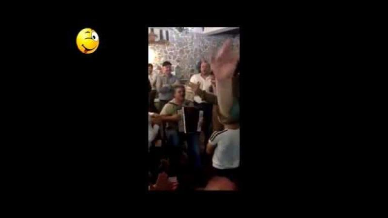 Чечен Прикол 2015. Мужики Поет И Танцует Класс