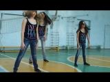Девочки в спортзале - гимнастический танец