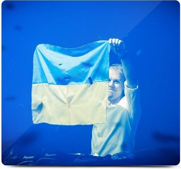 Armin van Buuren — Прослушивание музыки, просмотр