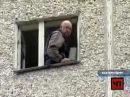 Выселяемый мужчина поджег себя и выпрыгнул из окна