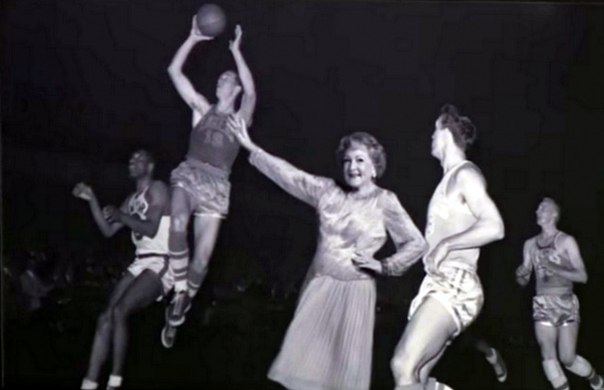 Бетти Уайт повеселила публику на Вечернем Шоу Джейсона Кордена