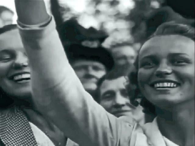 Берлин, парад, 1940 Поражают не войска, а восторг толпы. Они еще не чувствуют беды 1945, кинохроника