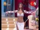 Красивая турчанка танцует танец живота. Смотрите потрясающее исполнение танца живота.
