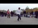 Парни танцуют известный еврейский танец 7-40