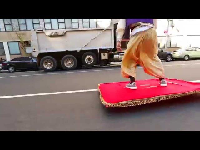 Аладдин на ковре самолете в Нью-Йорке пранк прикол