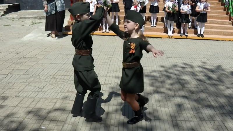 Песня военных лет Катюша и танец