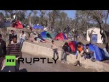 Греция: Сотни беженцев продолжают прибывать на лодке Лесбос.