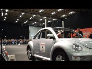 Laurence Shahlaei: Прогулка с машиной (мировой рекорд)