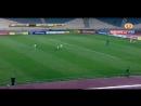 Вратарь из Ирана вводит мяч в игру выбрасывая его рукой на 60 метров
