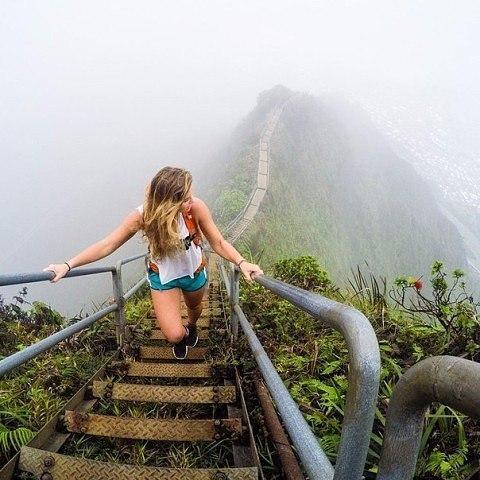 Лестница Хайку или лестница в небеса — пешеходный маршрут, проходящий по горной...