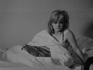 ЛЮБОВНЫЕ ПОХОЖДЕНИЯ БЛОНДИНКИ (1965) - мелодрама, комедия. Милош Форман